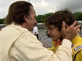 Emerson Fittipaldi vai aos EUA divide pista com neto Pietro, piloto da base da stock car - Ídolo vai à Carolina do Norte vistar netos, disputa `corrida` com neto e acaba vencendo o experiente herdeiro de um dos nomes mais fortes do mundo da velocidade.