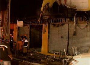 Incêndio destroi loja no Centro de Aracaju (SE) - Na noite desta segunda-feira (10) um incêndio destruiu uma loja de móveis no Centro de Aracaju (SE). Ninguém ficou ferido, mas toda a mercadoria foi comprometida.