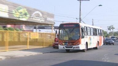 Moradores do Adrianópolis reclamam da redução de linhas de ônibus - Problema ocorre nos fins de semana e feriados