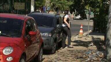 Infração de estacionamento irregular é comum em frente ao fórum de Fortaleza - AMC promete fiscalização.