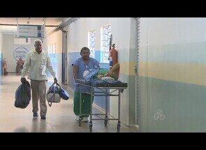 Pacientes reclamam de atendimento no Hospital de Base em Porto Velho - Pacientes à espera por cirurgia no Hospital de Base, mais uma vez reclamam da demora no atendimento. Por outro lado, a direção da unidade afirma que cerca de mil procedimentos são feitos por mês.
