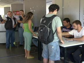 Começa o segundo turno de votação para reitor da UNB - A disputa está entre os candidatos Ivan Camargo e Márcia Abraão. A UNB conta aproximadamente com 41 mil eleitores. O eleito toma posse já em novembro.