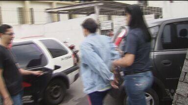 Acusada de ter matado a menina Ana Beatriz presta depoimento em Praia Grande, SP - Elizabeth dos Santos, a mãe e o pai adotivo da adolescente estão presos.