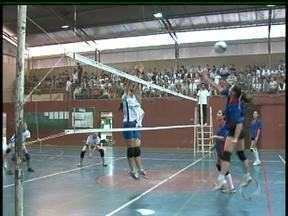 Milhares de alunos participam dos Jogos da Pátria em Guarapuava - Este ano, atletas de 40 escolas da cidade participam das atividades em 20 modalidades. A competição está completando 31 anos.