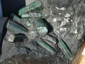 Esmeralda de R$ 2 bilhões sai da Bahia e vai parar na Justiça dos EUA - A esmeralda de quase 400 quilos foi descoberta numa mina baiana, em 2001, e rodou os EUA. Pelo menos cinco pessoas brigam no tribunal americano pela pedra preciosa.