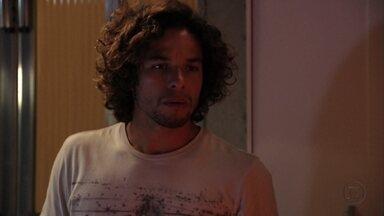 Valdo decide acompanhar Betânia até a casa de Jorginho - Os dois discutem e ela avisa que vai se despedir de Nina na casa do jogador