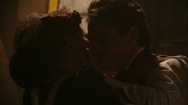 Lado a Lado, capítulo de terça-feira, dia 18/09/2012, na íntegra - Isabel cede aos encantos de Albertinho e tem sua primeira noite de amor