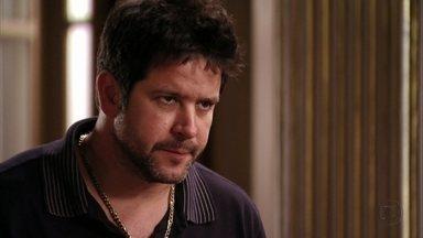 Tufão conta para a família que Nina é Rita - Ele afirma que a cozinheira se infiltrou na mansão para vingar a morte do pai