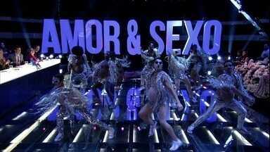 Balé abre o programa com dançarinos 'grávidos' - Fernanda Lima apresenta os jurados da noite