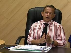 Candidato investigado continua concorrendo a reeleição em Japeri - O Tribunal Regional Eleitoral ainda não recebeu qualquer notificação da Procuradoria Geral de Justiça sobre à candidatura do prefeito de Japeri, Ivaldo dos Santos, o Timor, que concorre a reeleição. Ele é investigado por mortes e corrupção.