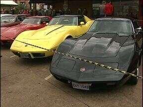 Exposição de carros antigos atrai relíquias em Cascavel - A exposição vai até amanhã, no shopping West Side.