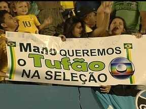 Seleção Brasileira vive entre o amor e ódio da torcida há décadas - Cobrança sofrida pelo time de Mano Menezes já foi sentida até pela equipe de 1982, com Zico e Sócrates. Jogadores pedem paciência aos torcedores.