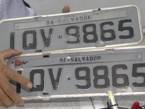 Saiba o que fazer se a placa do seu carro for clonada - Em alguns casos, se a pessoa não der queixa na delegacia, pode até perder a carteira de motorista.