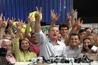 Paulo Garcia é reeleito prefeito de Goiânia em primeiro turno - Candidato petista teve 57,68% dos votos válidos e Jovair, 14,25%. Justiça eleitoral totalizou a apuração das urnas por volta de 20h50.