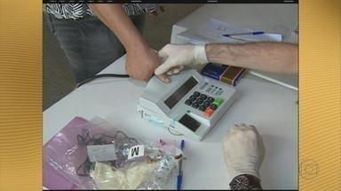 Em Caruaru, José Queiroz foi reeleito com 57% dos votos - Mais de 185 mil pessoas votaram pelo sistema biométrico. Muita gente reclamou da demora no tempo da votação.