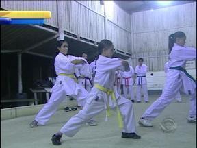 Caratecas fazem mobilização pelo esporte no RS - Manifestações tiveram por objetivo tornar o caratê um esporte olímpico.