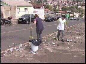 Ponta Grossa teve uma eleição bem disputada e se prepara para o segundo turno - Segunda-feira de ruas cheias de lixo eleitoral e os eleitores já estão se preparando para voltar às urnas no dia 28 de outubro