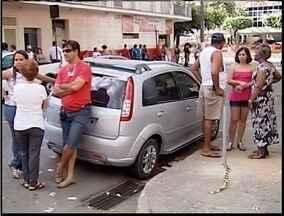 15 pessoas são presas fazendo boca de urna em Timóteo - 15 pessoas são presas fazendo boca de urna em Timóteo.