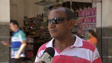Mesmo com chances pequenas, torcedores do Ceará permanecem confiantes com o acesso - Nas ruas, torcedores alvinegros mostram confiança em cima do time.