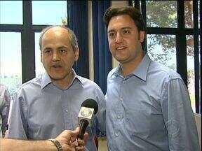 Ratinho Junior e Gustavo Fruet fazem promessa - Promessa foi realizada quando os dois candidados se encontraram na RPC TV.