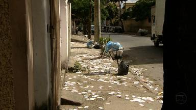 Cartazes e santinhos de propaganda eleitoral deixam ruas e avenidas imundas nas cidades - Um resultado negativo das eleições.