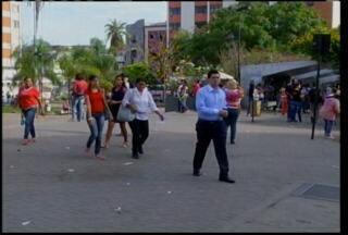 Eleitores comentam segundo turno em Montes Claros - Eleição para prefeito de Montes Claros será decidida no segundo turno entre Paulo Guedes e Ruy Muniz.
