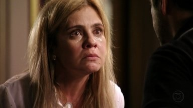 Carminha enfrenta a família de Tufão - Pressionada pelo marido, ela destrata todos e acaba levando um tapa na cara