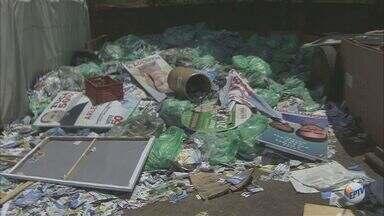Limpeza de lixo eleitoral na região central de Campinas deve ser encerrada hoje - Limpeza de lixo eleitoral na região central de Campinas deve ser encerrada hoje.