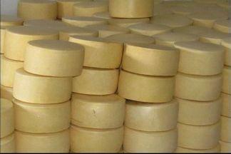 Indústria de laticínios é interditada em Mantenópolis, no ES - Idaf informou que indústria produzia produtos impróprios para o consumo.Toneladas de queijo e 700 quilos de creme de leite serão destruídos.