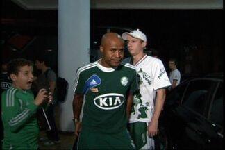 Palmeiras se concentra em Araraquara para o duelo com o Coritiba - Verdão mandará jogo no estádio da Fonte Luminosa e precisa da vitória para continuar vivo na briga para escapar do rebaixamento.