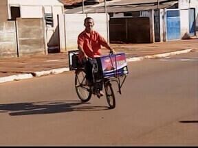 'Eu quero entrar na Câmara para fazer uma limpeza', diz gari eleito em MG - Zé Gamela foi o candidato a vereador mais votado de Coromandel. Segundo ele, e a população, os votos obtidos não foram de protesto.