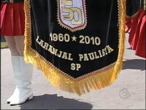 Prefeito e vereadores são reeleitos em Laranjal Paulista, SP - Nas eleições municipais em Laranjal Paulista (SP), todos os concorrentes escolhidos pelos moradores disputaram a reeleição. Com isso, o prefeito e sete dos nove vereadores que ficaram na gestão de 2009 a 2012, voltam para os cargos para 2013-2016.