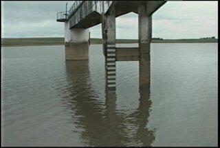 Famílias são desalojadas pela cheia do rio Vacacaí em São Gabriel, RS. - O rio subiu 4,5 metros hoje.