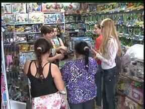 Como escolher o melhor brinquedo para o presente do dia da criança - As lojas estão cheias de opções, mas além de pesquisar os preços também vale prestar atenção ao tipo de brinquedo para cada idade