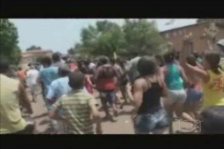 Cinegrafista amador registra imagens do vandalismo ocorrido em Senador Alexandre Costa - As imagens mostram o momento em que pessoas revoltadas com o resultado da eleição promoviam um 'quebra-quebra' na cidade.
