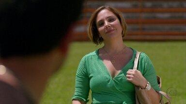 Monalisa procura Tufão - O ex-jogador fica feliz ao ver a cabeleireira