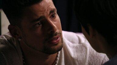 Jorginho garante que Nina não matou Max - O jogador tenta acalmar a esposa