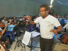 Músico passa adiante o talento que o mundo já conhece - Israel enfrentou dificuldades e preconceito, mas conseguiu mostrar seu talento como violinista para mundo. Hoje é maestro na Espanha, mas não esqueceu suas origens e ensina jovens de um bairro pobre do Recife.