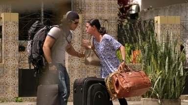 Janaína convence Lúcio a fugir - O rapaz jura que não matou Max. Beverly vê quando mãe e filho partem em um táxi