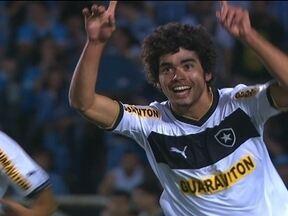 Sem Seedorf, Botafogo empata com Grêmio no Olímpico e dá força ao Fluminense - Resfriado e desgastado, Seedorf não jogou a partida, pela 30ª rodada do Campeonato Brasileiro.
