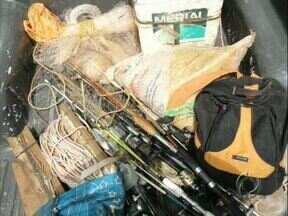 Força Verde faz apreensão de material de pesca irregular em Lerroville - Ao todo seis pessoas foram levadas para a delegacia e irão responder por crime ambiental.