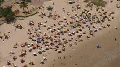 Comércio fechado transforma segunda-feira em dia de praia para muita gente - Quem precisar dos serviços bancários não precisa esperar até amanhã – as agências abrem normalmente.
