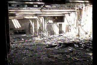 Incêndio destrói prédio abandonado no centro de Belém - Fogo em edifício abandonado começou na noite deste domingo, 14.