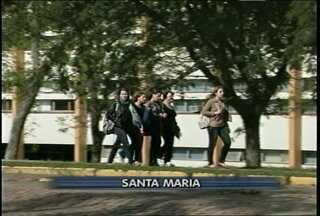 Começou hoje (15) o segundo semestre da UFSM. - O atraso foi provocado pela greve dos professores.