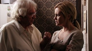 Santiago decide acabar com Nilo - O catador ameaça contar para Lucinda que foi o rival quem matou a mãe de Carminha