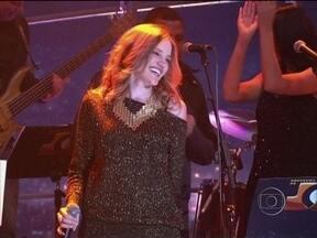 Nathalie Alvim se apresenta na abertura do Programa do Jô - Cantora agita a plateia do programa com sua bela voz