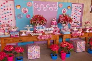 Veja dicas para fazer a decoração de uma festa infantil - Aprenda a preparar os detalhes da recepção da festa: lembrancinhas, decoração da parede, mesa e acessórios.
