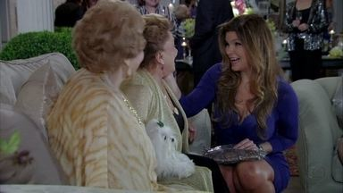 Yolanda chega à festa de Leonor - Carol avisa a Amanda, que fica incomodada. Rachel critica a presença da ex-cunhada e faz insinuações maldosas sobre a sanidade de Leonor