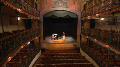 Conheça a Casa de Ópera de Ouro Preto, que contrariou regras da Coroa Portuguesa - A casa começou a aceitar mulheres no palco, em uma época em que só se permitia a atuação de homens.