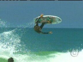 Aéreos radicalizam e inovam ainda mais o surfe - Brasileiros se destacam nas manobras que tem revolucionado o esporte. Veja algumas dessas manobras.